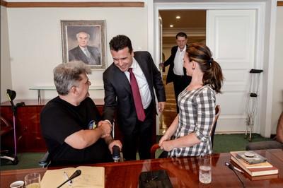 фотографија од средбата на Полио Плус со ПРЕМИЕРОТ ЗАЕВ